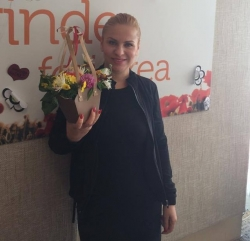 Nelly Ciobanu a prezentat o piesa noua si a fost felicitata cu ziua de nastere in direct pe Aquarelle FM!