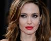(фото) Анджелина Джоли накормила детей пауками