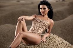 INNA a pozat topless pe o plajă din Costa Rica (POZE)