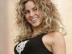 43-летняя Шакира показала дерзкое фото в розовом бикини